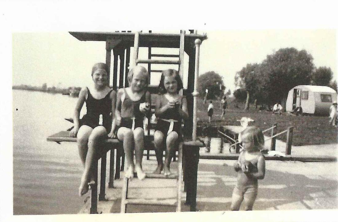 Yvonne, Gwen, Barbara & Ros 1939